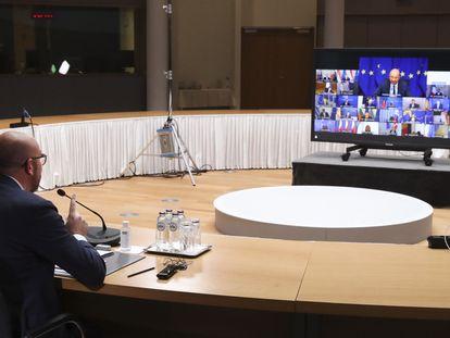 El presidente del Consejo Europeo, Charles Michel, se dirige a los gobernantes de los países de la UE al inicio de la cumbre telemática, ayer en Bruselas.