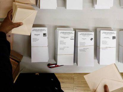 Preparativos para las elecciones del 28 de abril.