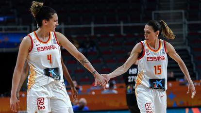 Laura Nicholls y Anna Cruz, en un partido del Eurobasket 2019
