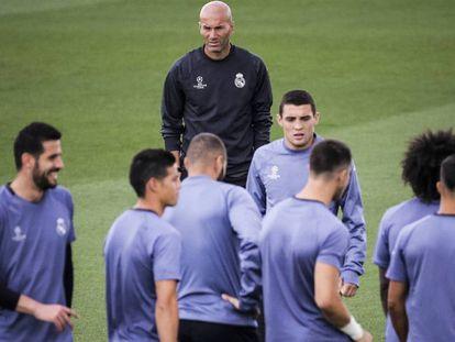 Zidane, en el entrenamiento de este martes en Valdebebas. Emilio Naranjo EFE