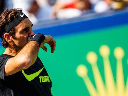 Federer, durante una sesión de entrenamiento en Shanghái.