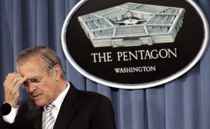 El exsecretario de Defensa, durante una rueda de prensa en 2006.