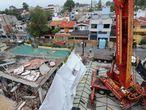 CIUDAD DE MÉXICO, 20AGOSTO2018.- Maquinaria pesada llegó al Colegio Enrique Rebsamen, cuya demolición está próxima a realizarse. Parte del inmueble colapsó el pasado sismo del 19 de septiembre.  FOTO: ARMANDO MONROY /CUARTOSCURO.COM
