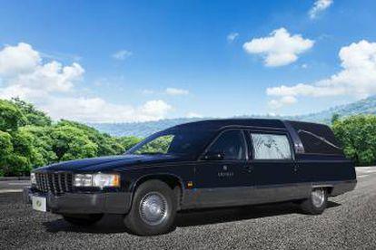 La Cadillac funebre de la funeraria municipal.