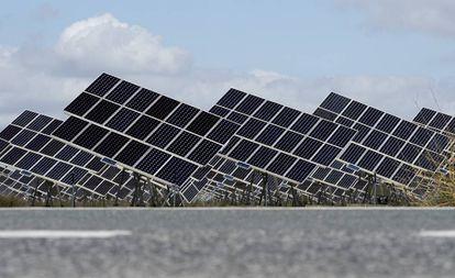 Planta de energía solar a las afueras de El Cuervo, Sevilla.