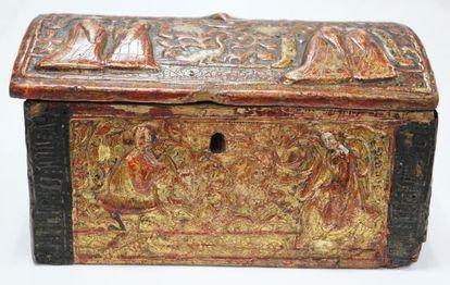 La arqueta que conservaba la reliquia de la sandalia de la Virgen que se ha depositado en el Museo de Lleida.