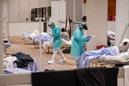 Un grupo de enfermos ingresados en el pabellón 9 de Ifema, en Madrid.