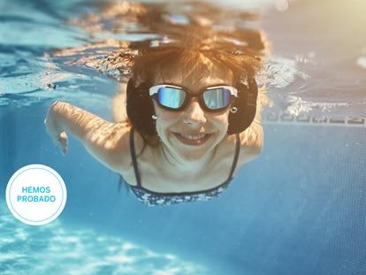 Algunos de estos modelos permiten una inmersión completa de los auriculares y otros solo por un tiempo determinado. GETTY IMAGES