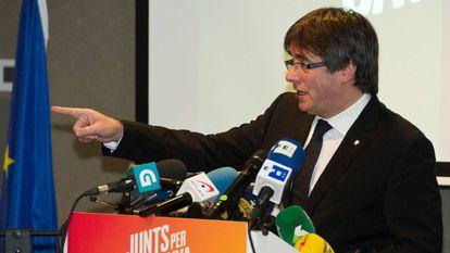 Carles Puigdemont durante la presentación de su candidatura a las elecciones del 21-D en Brujas.