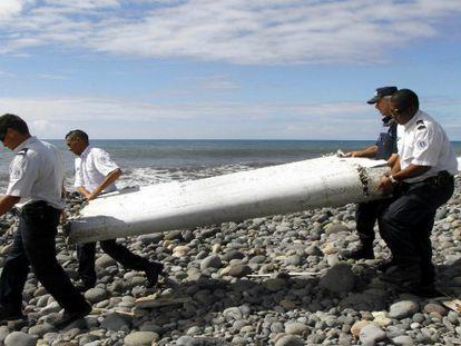 Francia estudiará si el alerón hallado en el Índico es del vuelo MH370