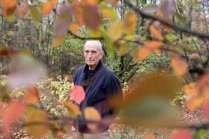El científico Vaclav Smil, fotografiado en St. Vital Park en Winnipeg, Manitoba (Canadá).