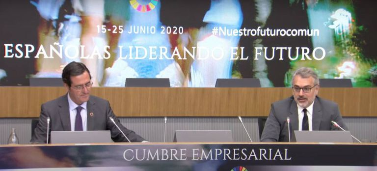 El presidente de CEOE, Antonio Garamendi (izquierda), y el presidente de Puig, Marc Puig, este lunes en Madrid.