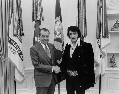 Elvis Presley el día que conoció al presidente de los Estados Unidos Richard Nixon en 1970.