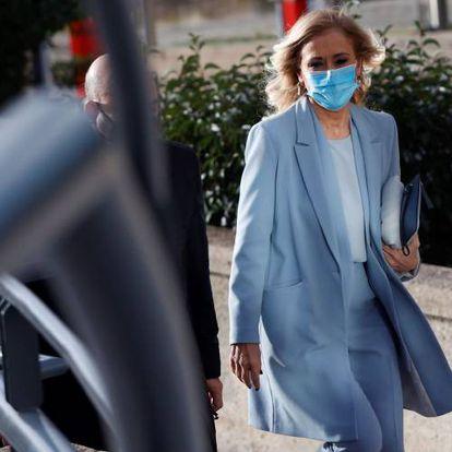 La expresidenta madrileña Cristina Cifuentes llega a la Audiencia Provincial de Madrid este viernes para asistir a una última sesión del juicio por el caso Máster.