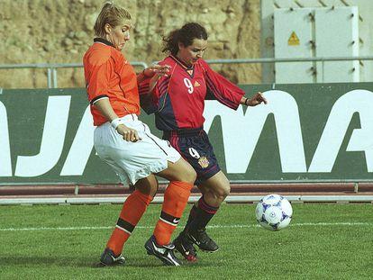 Prieto, en un partido con España en 1999.