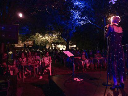Actuación del grupo Marlango el pasado 23 de agosto en A Estrada (Pontevedra) con aforo reducido para adaptarse a las nueva normas de la covid.