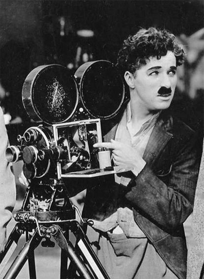 Chaplin, dirigiendo a finales de los años diez del siglo XX