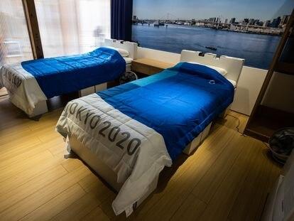 Las camas para los atletas, fabricadas con material reciclable, en la Villa Olímpica de Toko 2020.