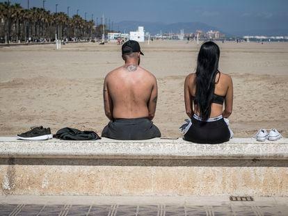 Turistas en una de las playas de Valencia.