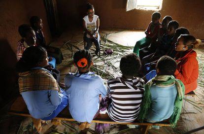 Grupo de chicas jóvenes en Etiopía.