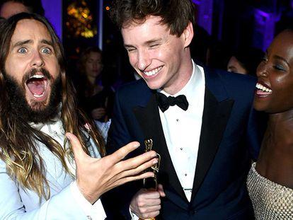 Jared Leto, Eddie Redmayne y Lupita Nyong'o en la pasada Gala de los Oscar.