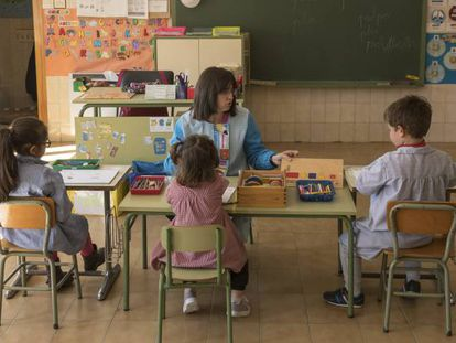 La escuela de Bello, Teruel, solo cuenta con tres niños.