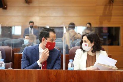 Isabel Díaz Ayuso e Ignacio Aguado, durante una sesión plenaria en la Asamblea de Madrid (España).