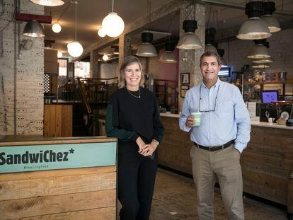 Los fundadores de la cadena Sandwichez, Maria Àngels Bosser y Xavier Sánchez.