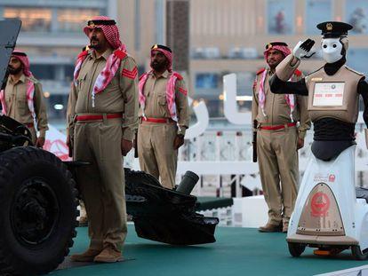 Primer robot de policía del mundo, presentado en Dubai en mayo.