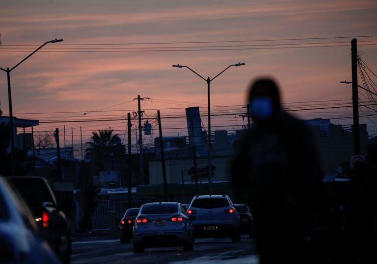 Farolas apagadas en Ciudad Juárez debido al apagón que afectó el norte de México, este 15 de febrero.