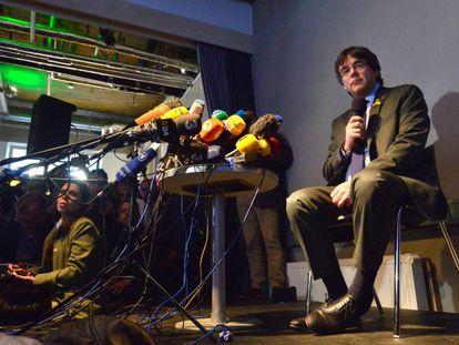 Puigdemont atiende a la prensa en Berlín el pasado 7 de abril.