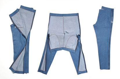 """Uno de los pantalones vaqueros de Free Form Style. """"Las cremalleras longitudinales sirven para, por ejemplo, ponerse un pantalón sin levantarse de la cama"""", detalla Vergés. CEDIDA"""