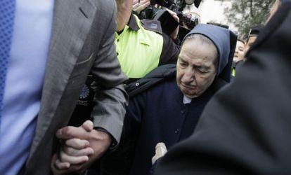 Sor María Gómez Valbuena, hoy a su salida del Juzgado de Instrucción número 47 de Madrid tras negarse a declarar.