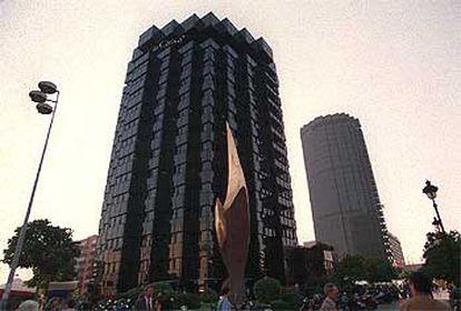 Edificio sede de La Caixa en la Diagonal de Barcelona.