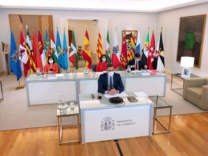 El presidente del Gobierno, Pedro Sánchez, al frente de la conferencia de presidentes autonómicos celebrada el 4 de septiembre.