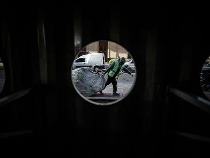 Un recolector de basura en Buenos Aires, el pasado 10 de julio.