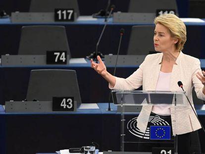 La presidenta de la Comisión Europea, Ursula Von der Leyen, durante una intervención en la Eurocámara.