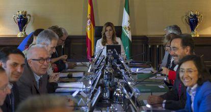 La presidenta andaluza, Susana Díaz, este viernes al frente de la primera reunión del Consejo de Gobierno de la Junta de Andalucía.