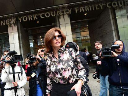 La supermodelo Linda Evangelista, a su salida del juzgado de Nueva York, el 3 de mayo de 2012.