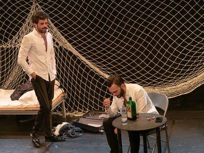Marc Ribera (izquierda) y Sergi Cervera durante la representación de 'Here comes your man'