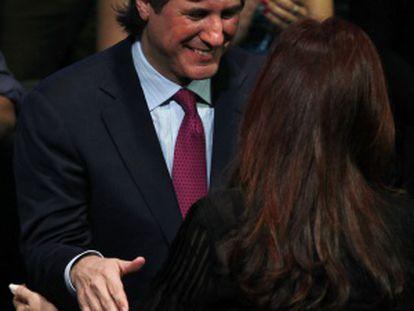 El ministro Boudou abraza a Fernández, en un acto del 19 de octubre.