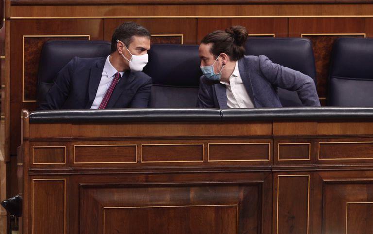 El presidente del Gobierno, Pedro Sánchez, y el vicepresidente segundo del Gobierno, Pablo Iglesias, el pasado jueves en el Congreso.
