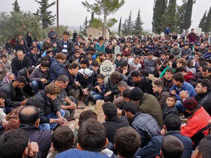 Funeral de Raed Fares y Hamud Yunaid, este viernes en Kafranbel, en la provincia siria de Idlib.
