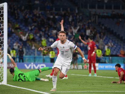 Ciro Immobile celebra tras marcar el segundo gol contra Turquía.
