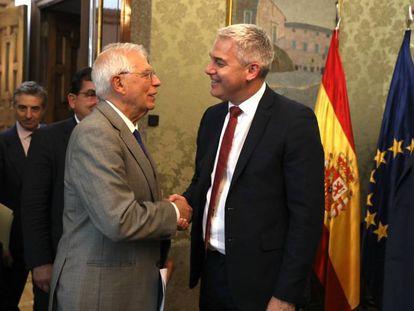 El entonces titular de Exteriores Josep Borrell y el ministro británico para el Brexit, Steve Barclay, durante un encuentro en septiembre.