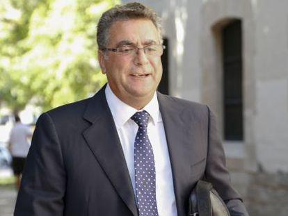 Enrique Ortiz a su llegada a los juzgados de Alicante.