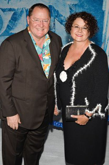 John Lasseter y su mujer Nancy Lasseter en la premier de la película ' 'Frozen' en Hollywood, California, en el año 2013.
