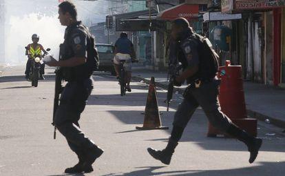 La Policía Militar en Ciudad de Dios este domingo.