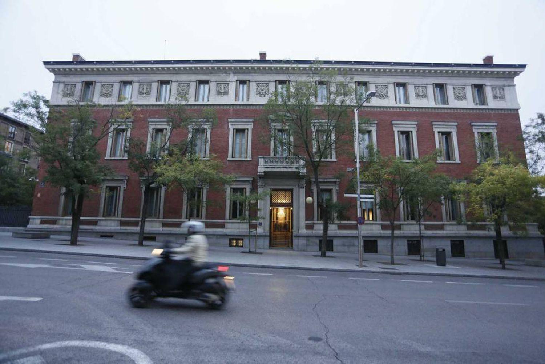 Fachada del edificio de la Real Academia Española.