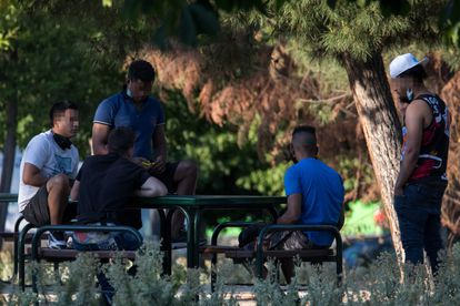 Young people in a park in Villaverde, in Madrid.